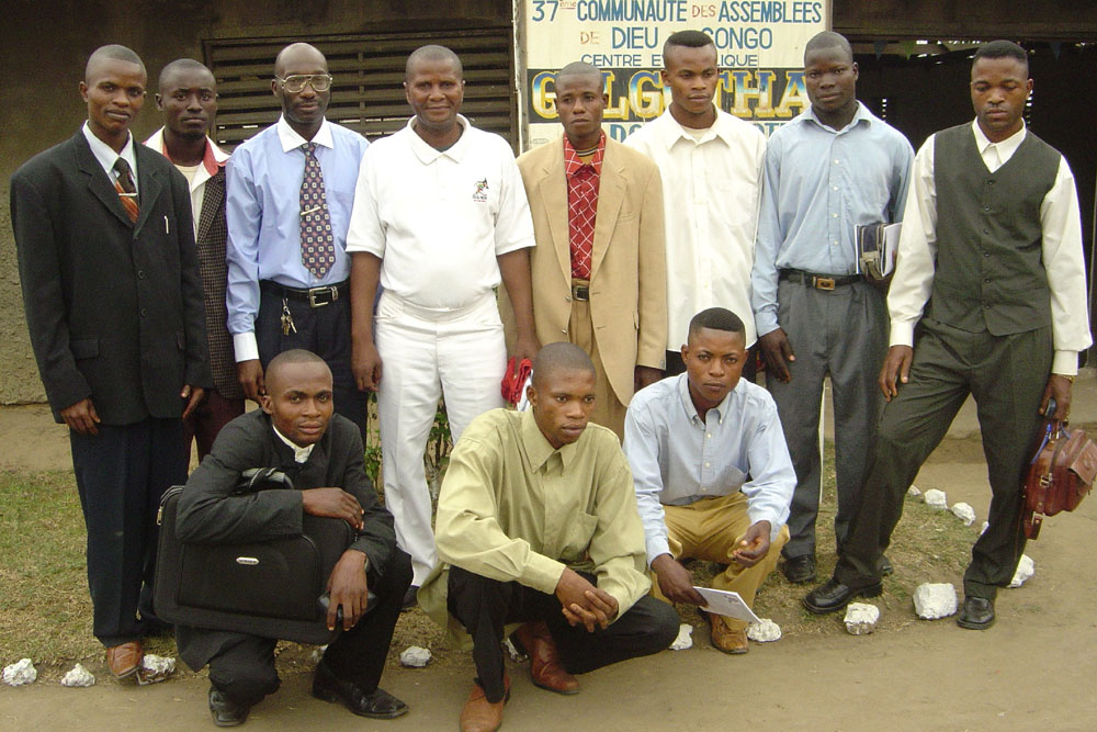 Rev. Moïse Beyumu with church leaders in NIoki