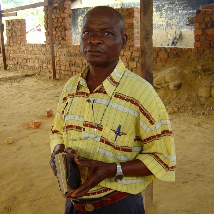 Pastor Banampona